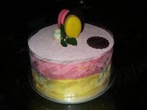 Madeline-Rose-Perpaduan-Stroberi-dan-Mangga-dalam-Sepotong-Cake